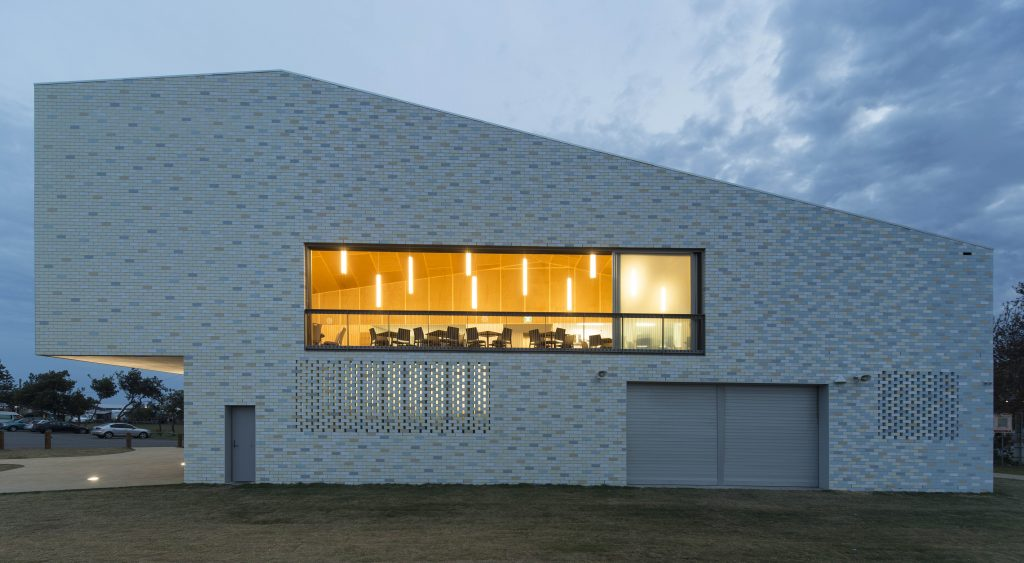 PUBLIC ARCHITECTURE Sulman Medal - Kempsey Crescent Head Surf Life Saving Club by Neeson Murcutt Architects. Photo by Brett Boardman.