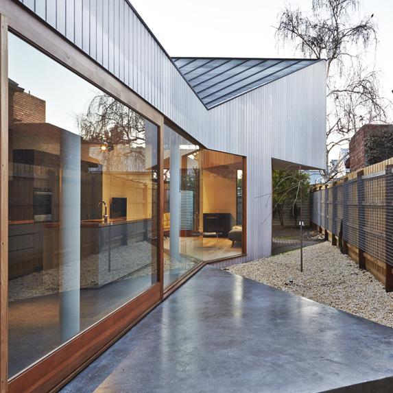 Australia House, Edwards Moore