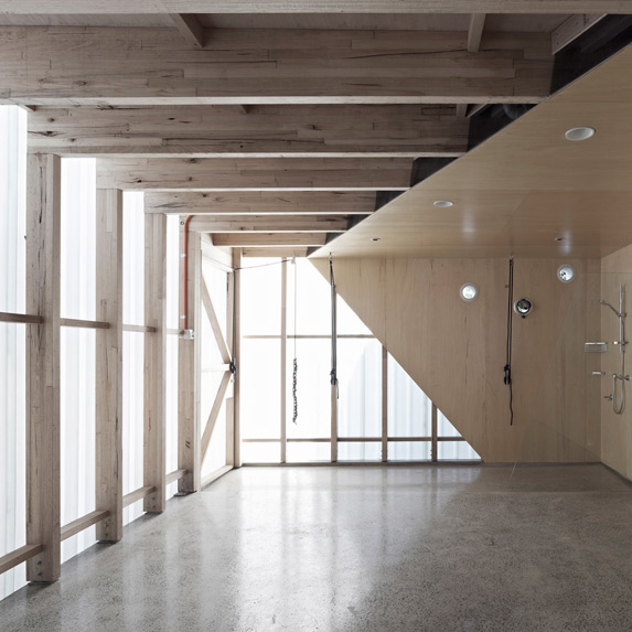 Docker Studio, Edwards Moore